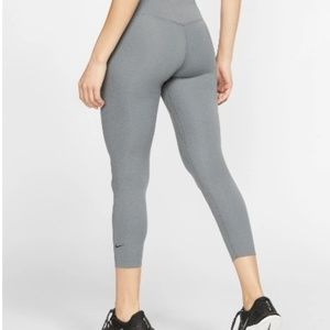 Nike Dri Fit Legend crop leggings